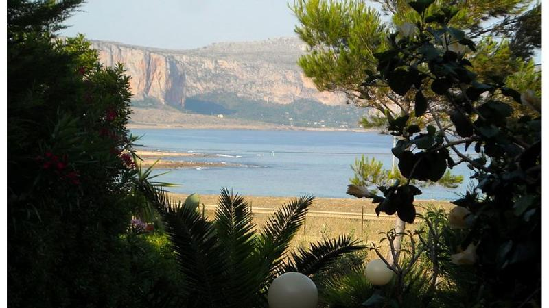 SEA VIEW CASINA PONENTE NEAR SAN VITO LO CAPO, holiday rental in San Vito lo Capo