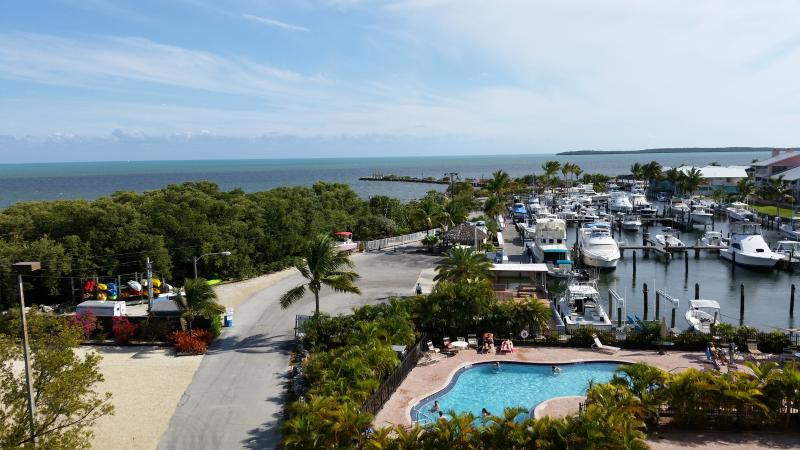 Key Largo Oceanfront Condo with Dock and Spectacular views, location de vacances à Key Largo