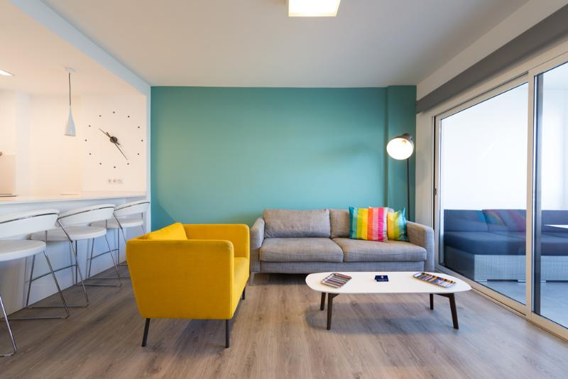 New 2BR Design Apartment near Yumbo free Wifi, vacation rental in Maspalomas