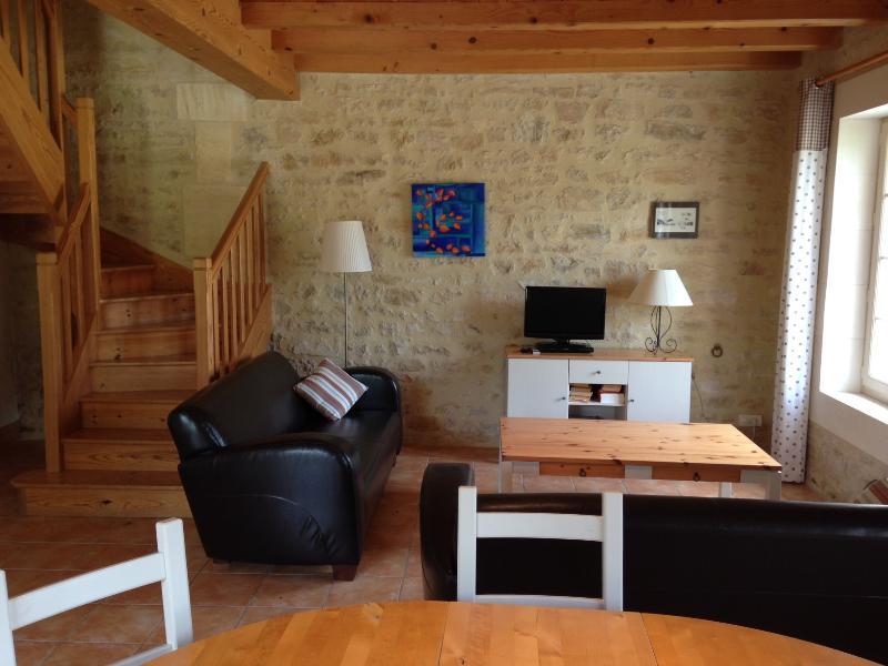 Gites de Cognac - L'Ecurie, holiday rental in Courbillac