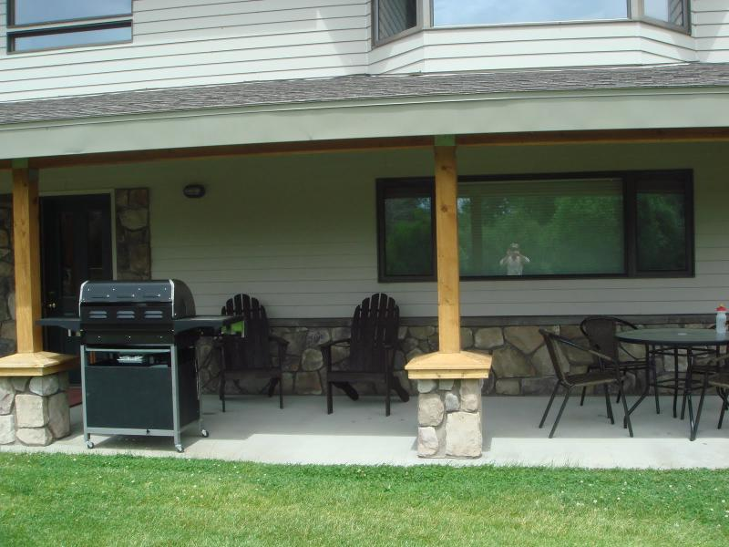 patio complete with gas grill