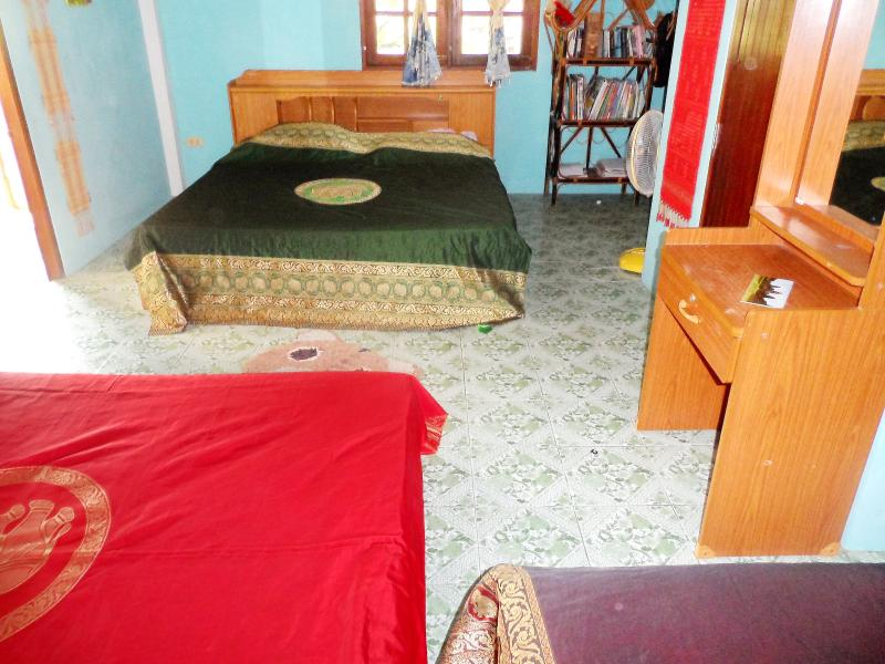 2 king size & 1 single bed. air/con or fans.