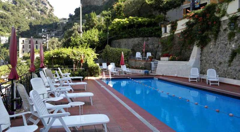 01 Cactus shared pool area
