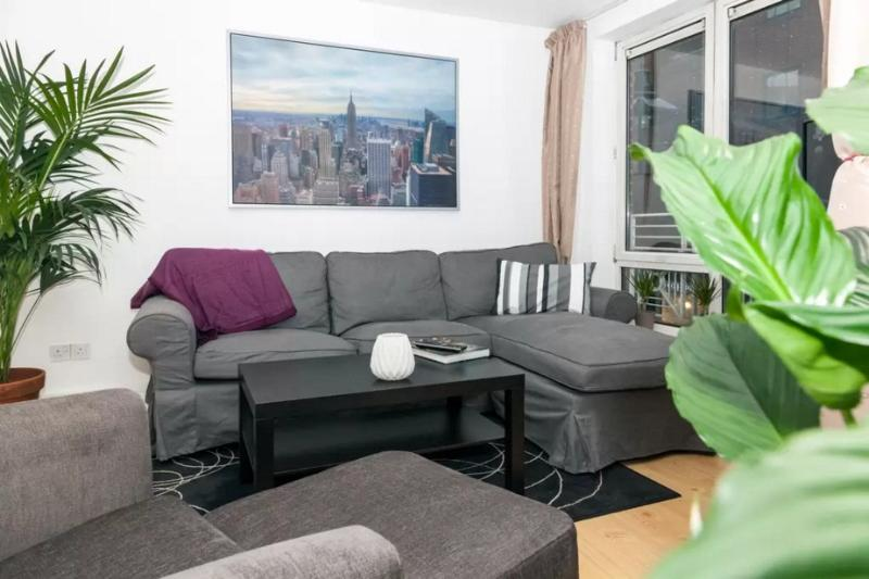 Large lounge, comfortable furniture and amazing view of Seven Dials. (Also a king sleeper  sofa!)