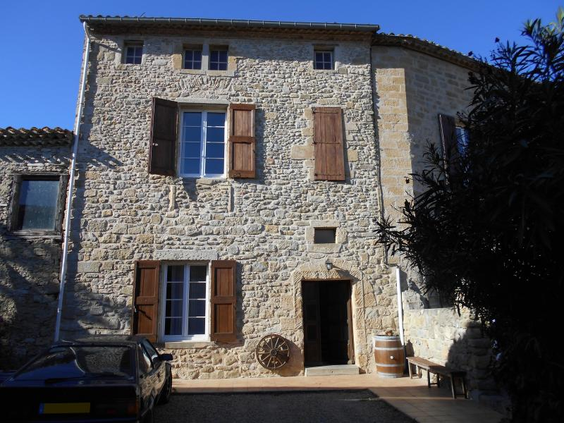 Maison du 15e siecle, 2 chambres, 5 couchages, vacation rental in Carcassonne Center