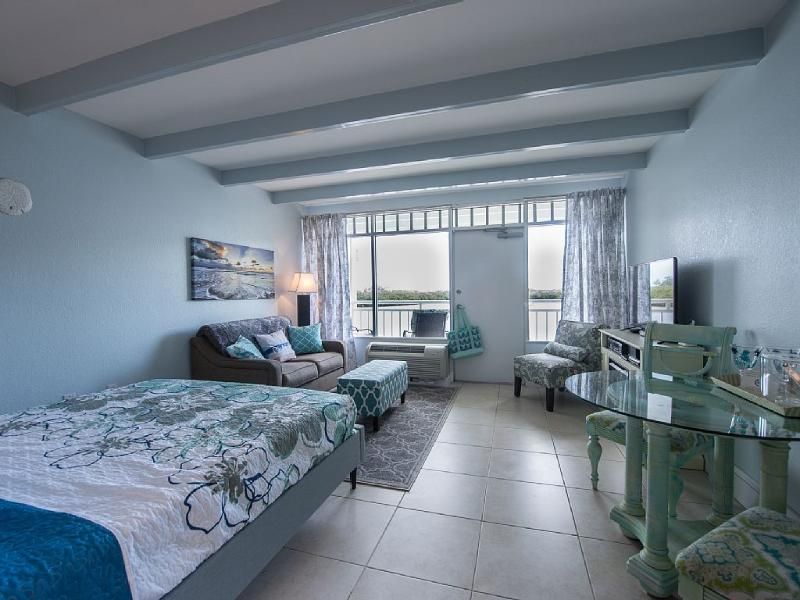 Waterfront Romantic Getaway for 2, holiday rental in Sun City Center