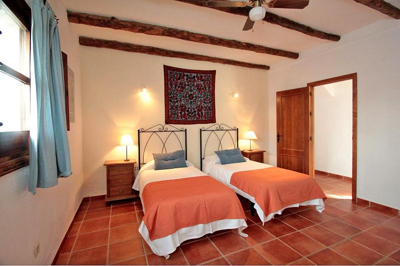 Twin bedroom Picasso