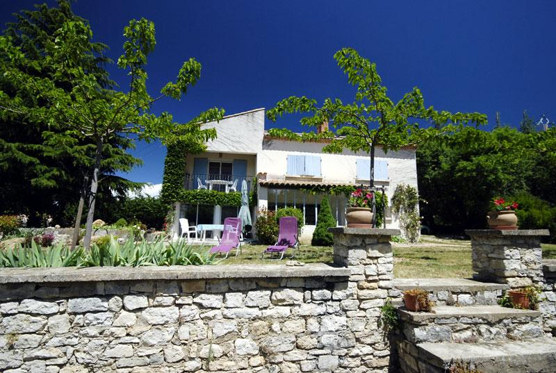 Maison à l'orée du village, vue sur le Luberon., vacation rental in Rustrel