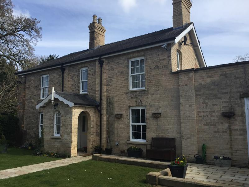 Wayside is a beautiful Victorian home in a quiet rural setting ,15 minutes from Lincoln City centre