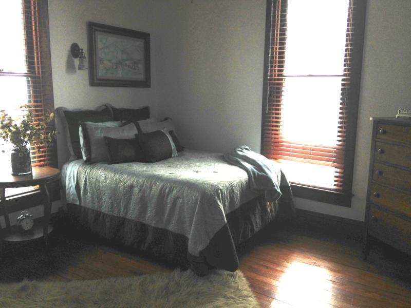 2nd Bedroom w/walk-in closet, hardwood floors, desk