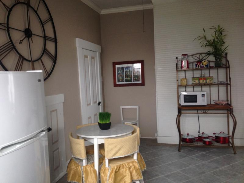 View of bread rack, breakfast table/chairs