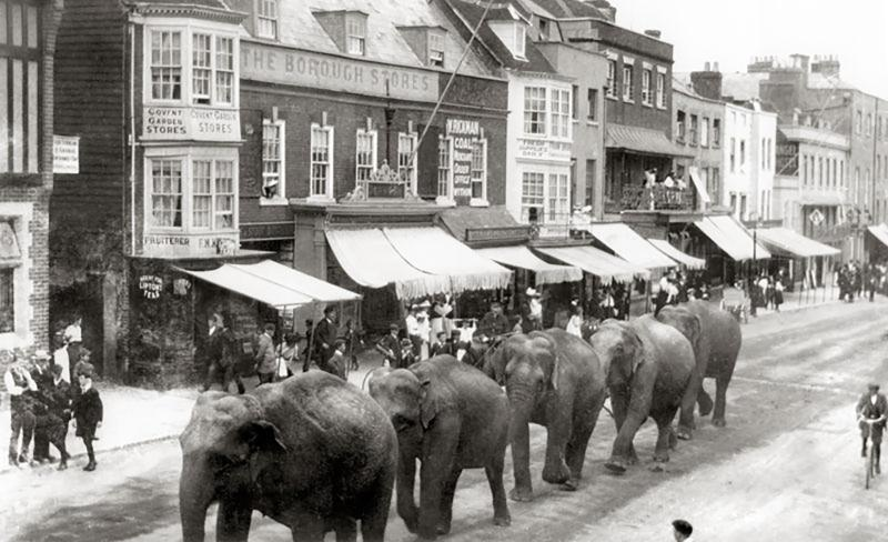 Picture of the flat on the left of this photo in circa 1910!