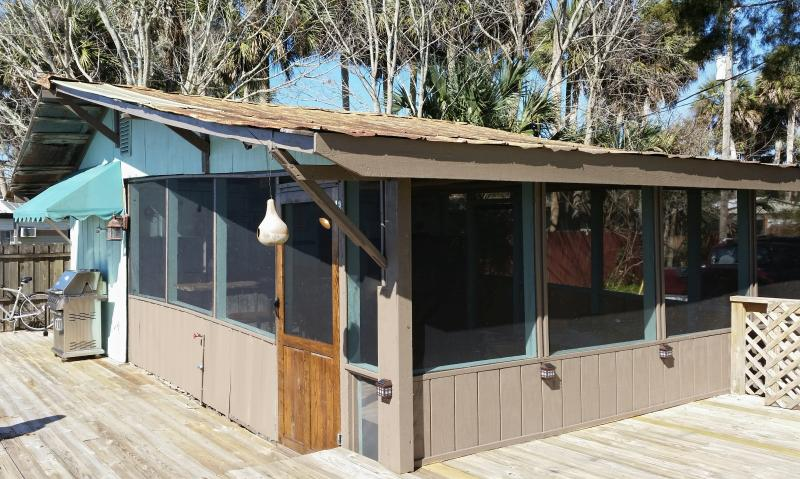 Runaway Bay The Blue Heron Waterfront 2 Bedroom Tiki Bar private covered, screened waterfront patio.