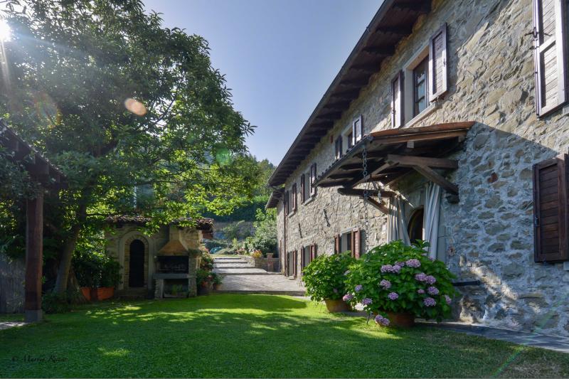 casa vacanze posta su una collina terrazzata con veduta sulla valle., casa vacanza a Villa Collemandina