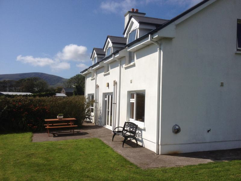 Beautiful 3bedroom house .Sleeps 7..Relax on the patio overlooking Ventry bay .