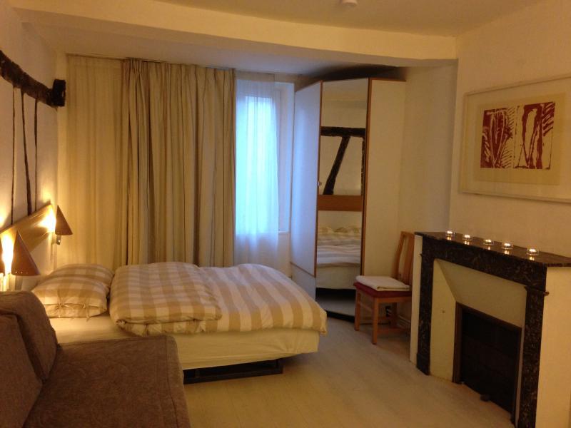 Chambres BOUFFLET Centre 22 rue Saint Jean LAON, location de vacances à Ribemont