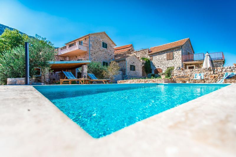 Villa with private heated pool- Villa Natura, vacation rental in Jelsa