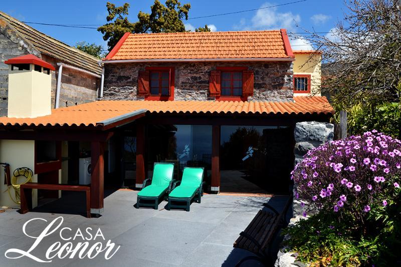 Casa Leonor Magnificent views over sea , mountain, casa vacanza a Arco da Calheta