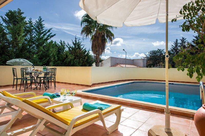 Quinta da Fonte beautiful three bedroom semi-detached villa near Faro!, vacation rental in Santa Barbara de Nexe