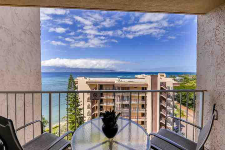 Expansive views of the Pacific and Molokai from the lanai of 1003