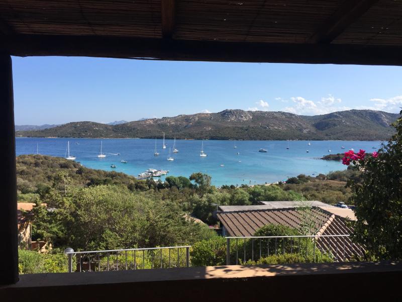 Bilocale vista mare a pochi passi dalla spiaggia, holiday rental in Palau
