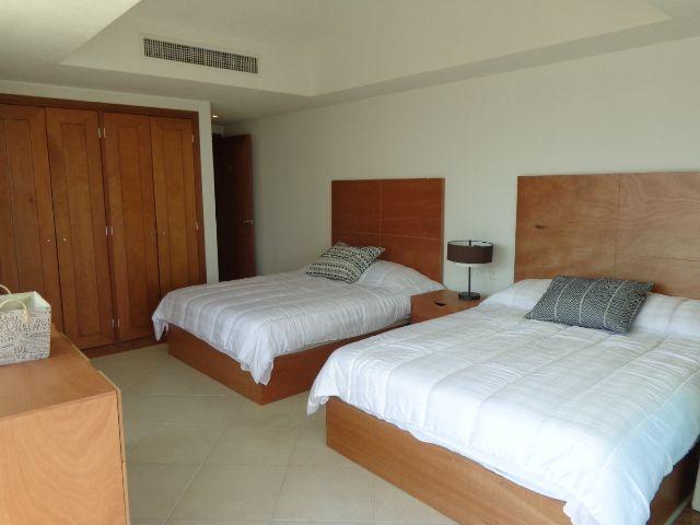 Third bedroom, 2 queen beds.