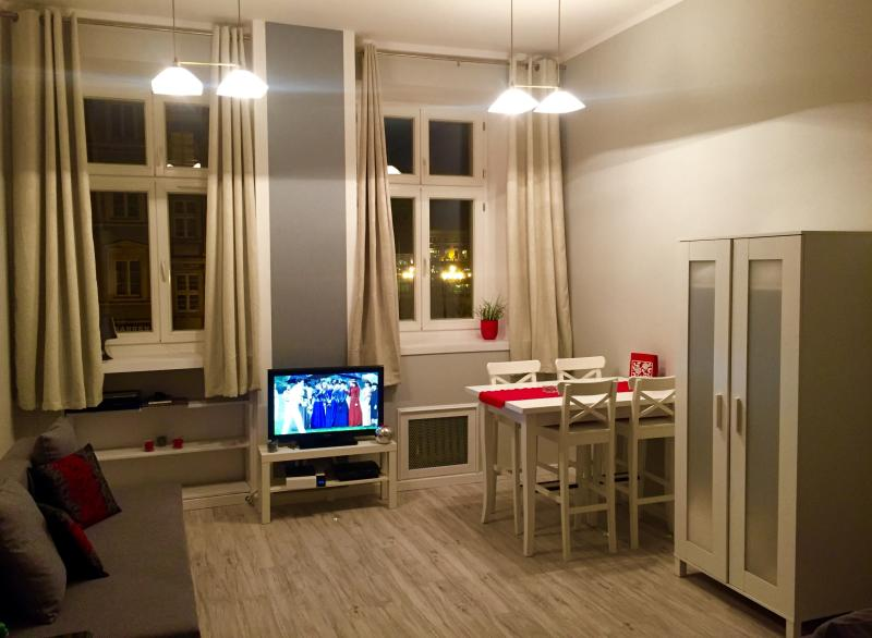Apt CHIC/Rynek/1-4 people, vacation rental in Wroclaw