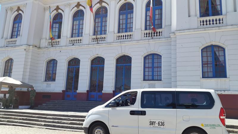 VAN Hiunday H1. capacidad 11 pasajeros, 8 si van con equipaje