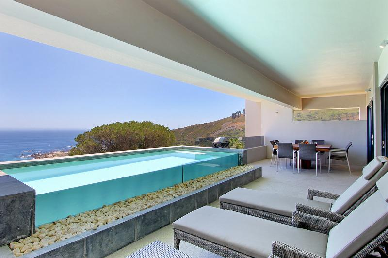 Bakoven Holiday Home Sleeps 6 with Pool and Air Con - 5400368, location de vacances à Camps Bay