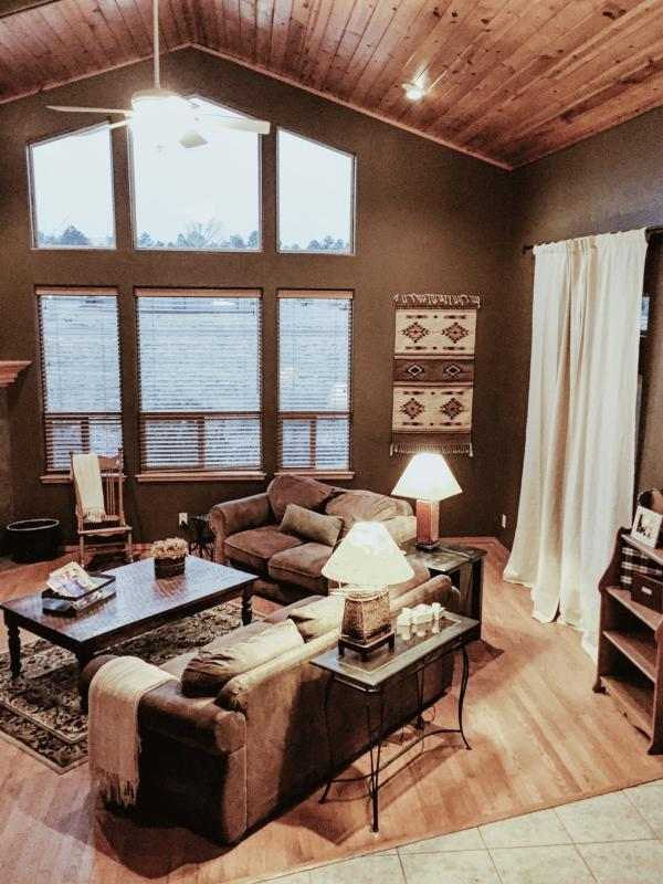 Living room overlooks the gorgeous San Francisco Peaks, has a gas fireplace, 42' TV, & seating for 8