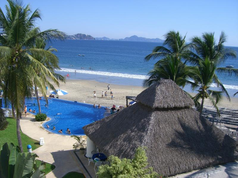 Beautiful beachfront apartment., location de vacances à Manzanillo