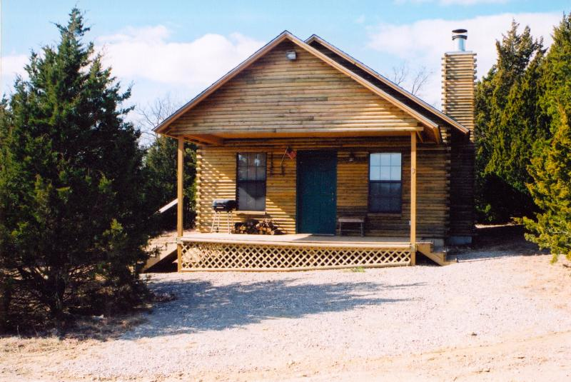 The Trapper - Cedar Creek Cabins, holiday rental in Sulphur