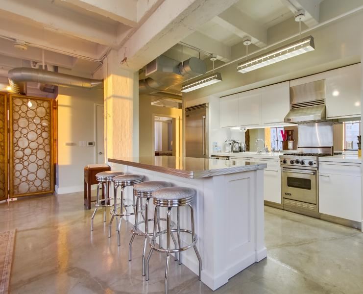 Glamorous loft on the corner of Hollywood and Vine – semesterbostad i Los Angeles