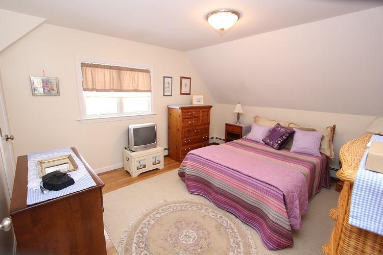 Segundo piso dormitorio w / cama completa