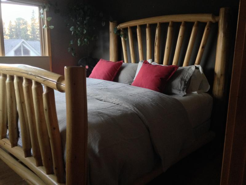 King size bed with high end linens