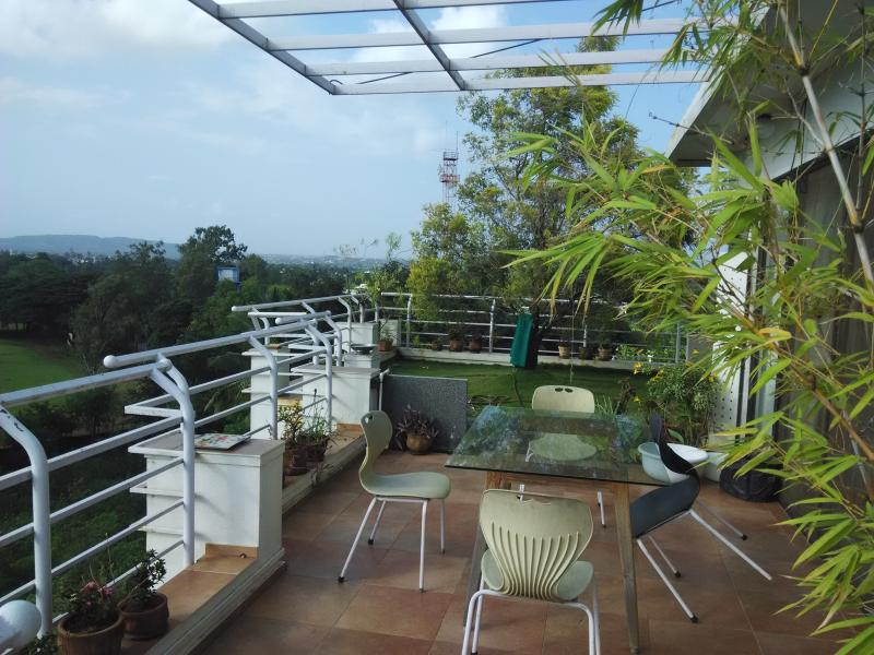 Garden Penthouse on 6th floor with a great view., holiday rental in Kolhapur District