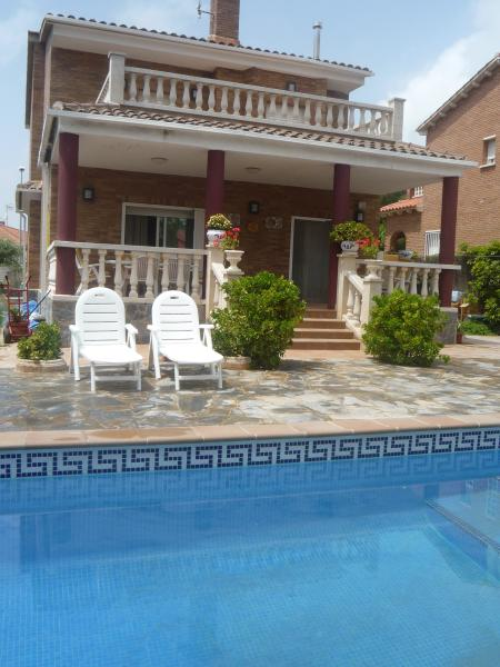 VILLA JULI  a 3 km PLAYA. PISCINA PRIV. WIFI gtati, holiday rental in Roda de Bara