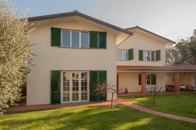 5 Bedroom Vacation Villa in Lucca with private pool - Villa Parenti, holiday rental in Lucca