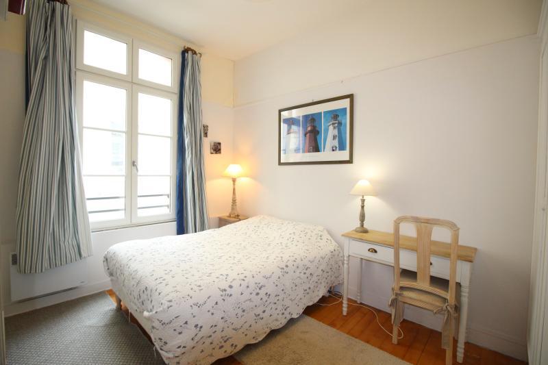Chambre avec lit 140x190.