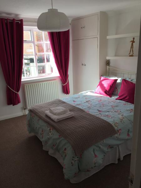 1st floor bedroom 1 - Double with potential for Zbed - Seeps 2 -3