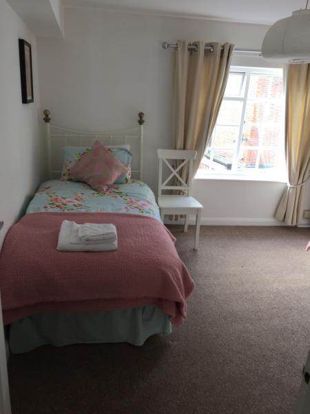 2nd Floor bedroom - Twin - Sleeps 2