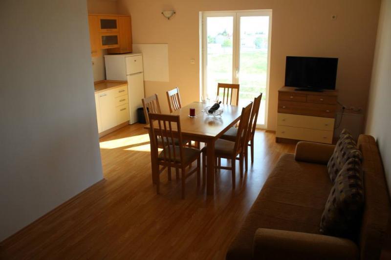 Apartmani Mrdelja - Vrsi, vacation rental in Vrsi