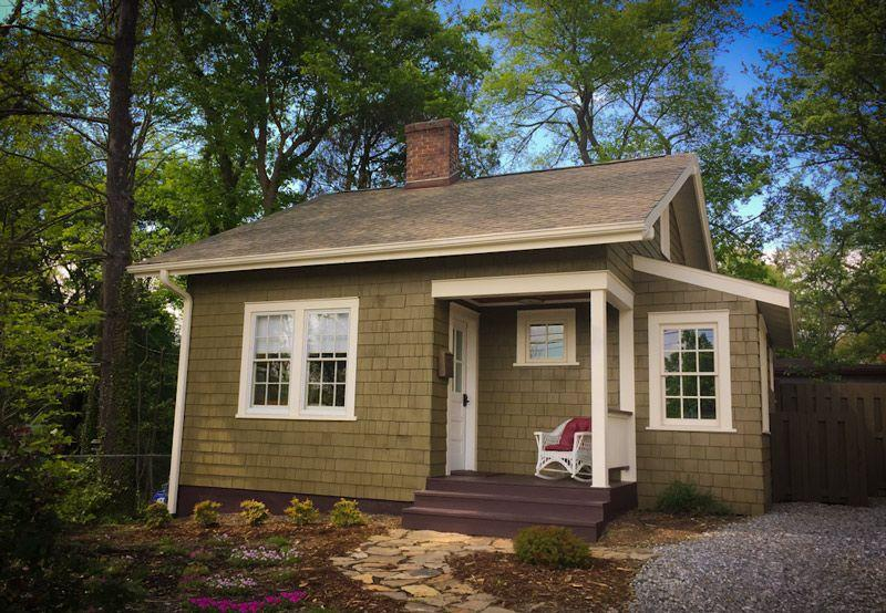 This south-facing cottage is steps away from downtown Asheville