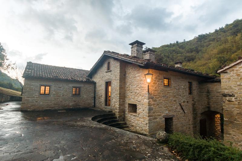 Aldea medieval en las colinas de la Toscana, holiday rental in Palazzuolo Sul Senio