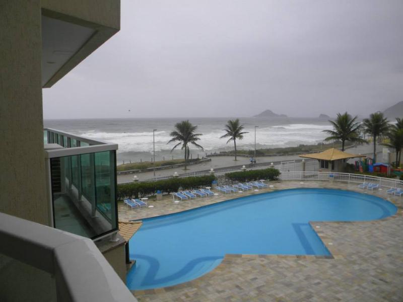 vista do apt  para piscina e praia