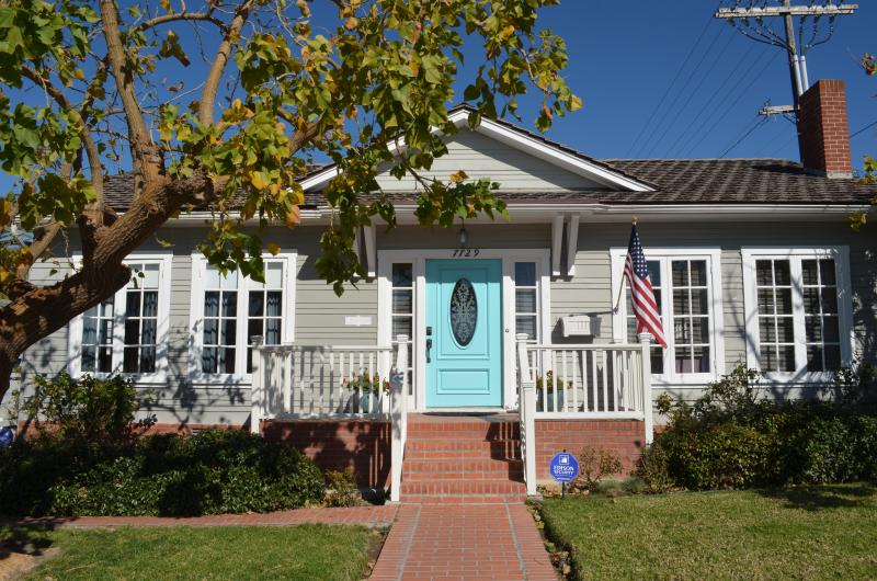 Charming  Blue Door cottage in the village of La Jolla