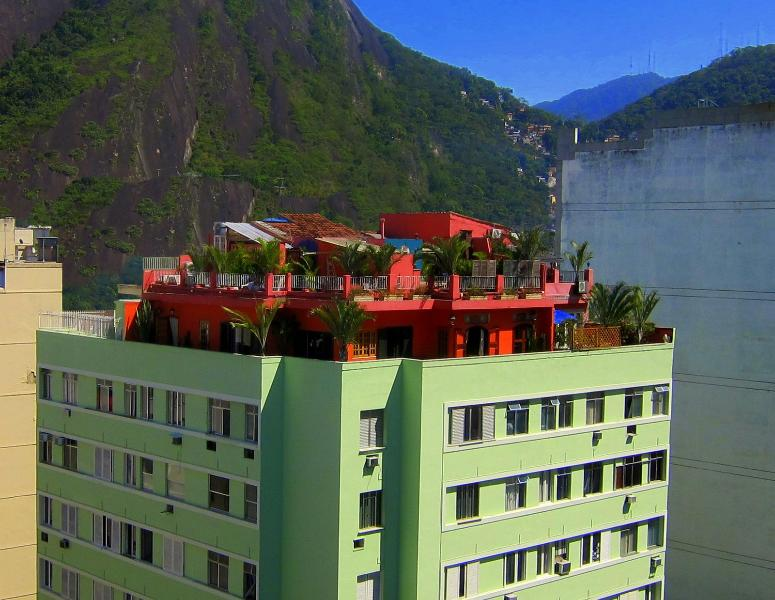Beautiful, Luxurious Duplex Penthouse, Garden Terraces, Steps from the Beach!, holiday rental in Rio de Janeiro