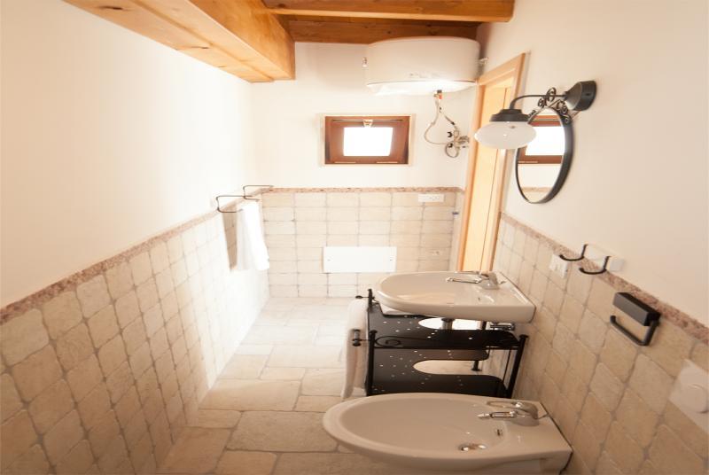 Second floor: Full bathroom with all sanitary