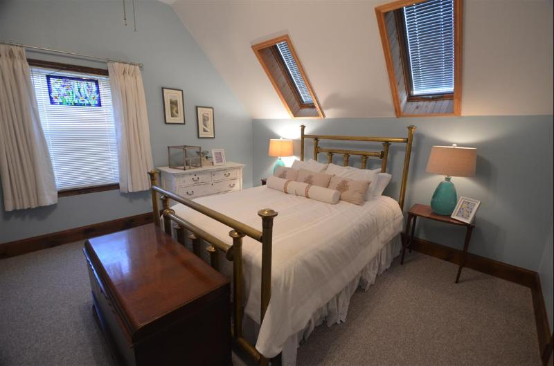 Queen bed with two skylights above