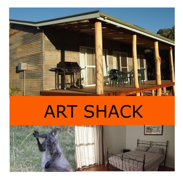 Creative, Country, Comfort Wilgabah a working sheep &cattle farm, plus Accomodation, Gallery, Cafe.
